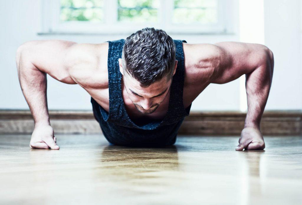 thuis fitness voor 2 dagen om sterker en gespierder te worden